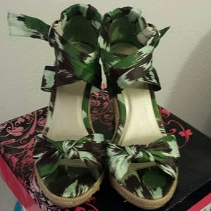 Green strap sandals wedges
